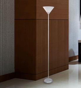 Lámpara de piso blanca de una luz